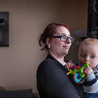 Nederland, Deurne, 7 maart 2016.<br />Catharina Kuhl op de foto met zoontje Lorenzo, eventueel met haar baby. Ze heeft kanker overwonnen en het gaat nu heel goed, ze heeft een kind, huis, man, baan. <br /><br /><br /><br />Foto: Jean-Pierre Jans