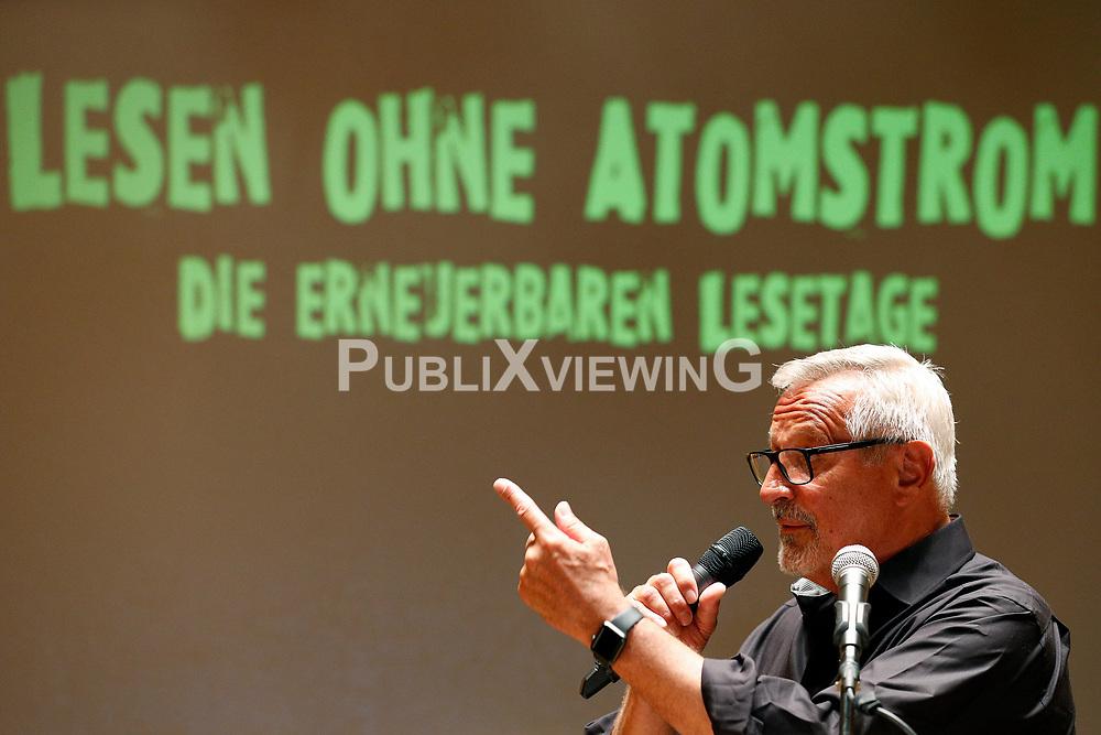 Im Vorfeld des G20-Gipfels in Hamburg lesen namhafte K&uuml;nstler in der Laeiszhalle Texte des franz&ouml;sischen Widerstandsk&auml;mpfers St&eacute;phane Hessel. Im Bild: Konstantin Wecker<br /> <br /> Ort: Hamburg<br /> Copyright: Andreas Conradt<br /> Quelle: PubliXviewinG