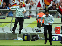 Jubel Bundestrainer Juergen Klinsmann, Co-Trainer Joachim Loew<br /> Fussball WM 2006 Viertelfinale Deutschland - Argentinien<br /> Tyskland - Argentina<br /> Norway only
