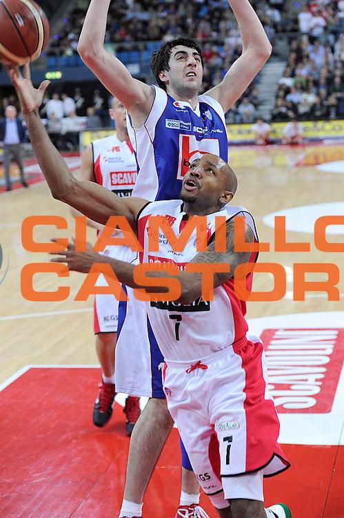 DESCRIZIONE : Pesaro Lega A 2011-12 Scavolini Siviglia Pesaro Bennet Cantu<br /> GIOCATORE : Richard Hickman<br /> CATEGORIA : tiro penetrazione<br /> SQUADRA : Scavolini Siviglia Pesaro<br /> EVENTO : Campionato Lega A 2011-2012<br /> GARA : Scavolini Siviglia Pesaro Bennet Cantu<br /> DATA : 21/03/2012<br /> SPORT : Pallacanestro<br /> AUTORE : Agenzia Ciamillo-Castoria/C.De Massis<br /> Galleria : Lega Basket A 2011-2012<br /> Fotonotizia : Pesaro Lega A 2011-12 Scavolini Siviglia Pesaro Bennet Cantu<br /> Predefinita :