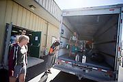 De leden van het Human Power Team Delft en Amsterdam, bestaande uit studenten van de TU Delft en de VU Amsterdam, zijn in Battle Mountain aangekomen en bereiden zich voor op de races. In Battle Mountain (Nevada) wordt ieder jaar de World Human Powered Speed Challenge gehouden. Tijdens deze wedstrijd wordt geprobeerd zo hard mogelijk te fietsen op pure menskracht. Het huidige record staat sinds 2015 op naam van de Canadees Todd Reichert die 139,45 km/h reed. De deelnemers bestaan zowel uit teams van universiteiten als uit hobbyisten. Met de gestroomlijnde fietsen willen ze laten zien wat mogelijk is met menskracht. De speciale ligfietsen kunnen gezien worden als de Formule 1 van het fietsen. De kennis die wordt opgedaan wordt ook gebruikt om duurzaam vervoer verder te ontwikkelen.<br /> <br /> In Battle Mountain (Nevada) each year the World Human Powered Speed Challenge is held. During this race they try to ride on pure manpower as hard as possible. Since 2015 the Canadian Todd Reichert is record holder with a speed of 136,45 km/h. The participants consist of both teams from universities and from hobbyists. With the sleek bikes they want to show what is possible with human power. The special recumbent bicycles can be seen as the Formula 1 of the bicycle. The knowledge gained is also used to develop sustainable transport.