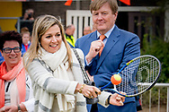 21-4-2017 VEGHEL Koning Willem-Alexander en Hare Majesteit Koningin Maxima geven vrijdagochtend 21 april op basisschool De Vijfmaster in Veghel, gemeente Meierijstad, het startsein voor de landelijke opening van de Koningsspelen. Tijdens deze vijfde editie staat het thema 'Feest' centraal. De dag begint met een ontbijt, daarna wordt er door de leerlingen gezongen, gedanst en gesport. COPYRIGHT ROBIN UTRECHT<br /> <br /> 21-4-2017 VEGHEL King Willem-Alexander and Her Majesty Queen Maxima give Friday April 21 at school Five Master Veghel, municipality Meierij City, launched the nationwide opening of the King Games. During this fifth edition the 'Party' theme. The day starts with breakfast, then it is sung by the students, dancing and sports. COPYRIGHT ROBIN UTRECHT
