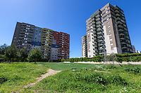 Taranto, periferia anni '90, palazzi colorati, quartiere taranto2
