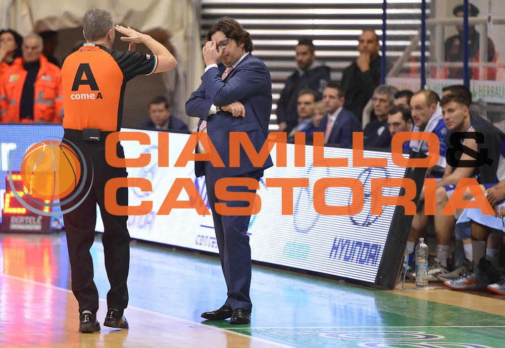 DESCRIZIONE : Siena Lega A 2012-2013 Montepaschi Siena Lenovo Cantu<br /> GIOCATORE : arbitro<br /> CATEGORIA : delusione mani<br /> SQUADRA :<br /> EVENTO : Campionato Lega A 2012-2013 <br /> GARA : Montepaschi Siena Lenovo Cantu<br /> DATA : 25/03/2013<br /> SPORT : Pallacanestro <br /> AUTORE : Agenzia Ciamillo-Castoria/GiulioCiamillo<br /> Galleria : Lega Basket A 2012-2013  <br /> Fotonotizia : Siena Lega A 2012-2013 Montepaschi Siena Lenovo Cantu<br /> Predefinita :