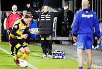 Fotball<br /> Tippeligaen<br /> Lillestrøm LSK - Molde MFK<br /> Åråsen Stadion 25.09.10<br /> Henning Berg roper på frispark ,  Uwe Rösler foran <br /> Foto: Eirik Førde