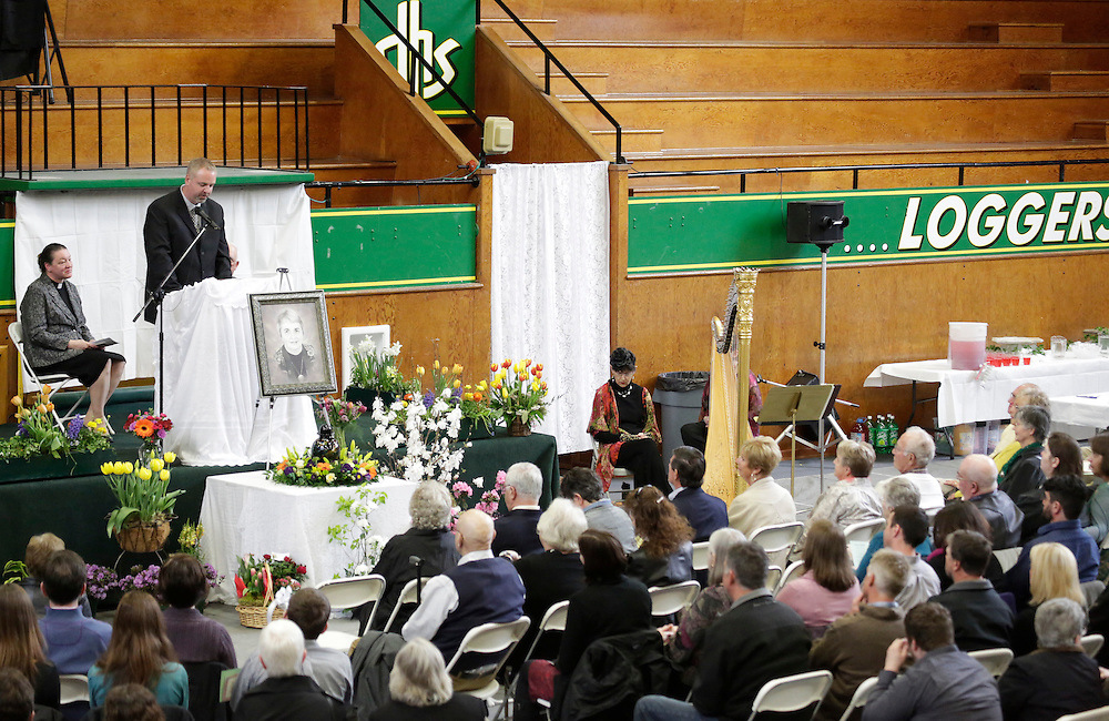 Eric McPherson (2nd L) delivers a eulogy during funeral services for his mother, Linda McPherson, at the Community Center in Darrington, Washington April 5, 2014. Mourners gathered on Saturday to remember victims killed in Washington state's mudslide, the first of a series of memorial services for the more than two dozen dead, even as the search continues for more victims. A retired librarian McPherson, 69, was found dead in the debris of her home. Her husband survived when the mudslide engulfed the dwelling along with about three dozen other properties on the outskirts of the community of Oso, which lies in the foothills of the Cascade Mountains northeast of Seattle. REUTERS/Jason Redmond (UNITED STATES)