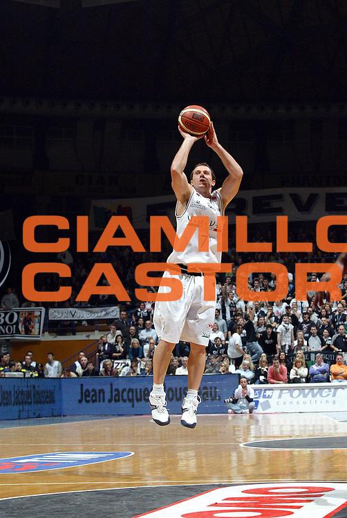 DESCRIZIONE : Bologna Lega A1 2006-07 VidiVici Virtus Bologna Armani Jeans Milano<br /> GIOCATORE : Blizzard<br /> SQUADRA : VidiVici Virtus Bologna<br /> EVENTO : Campionato Lega A1 2006-2007 <br /> GARA : VidiVici Virtus Bologna Armani Jeans Milano<br /> DATA : 03/12/2006 <br /> CATEGORIA : tiro<br /> SPORT : Pallacanestro <br /> AUTORE : Agenzia Ciamillo-Castoria/G.Livaldi<br /> Galleria : Lega Basket A1 2006-2007 <br /> Fotonotizia : Bologna Campionato Italiano Lega A1 2006-2007 VidiVici Virtus Bologna Armani Jeans Milano<br /> Predefinita :