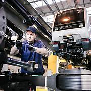 lavoro nell'officina riparazioni e manutenzioni treni della metropolitana automatica di Torino