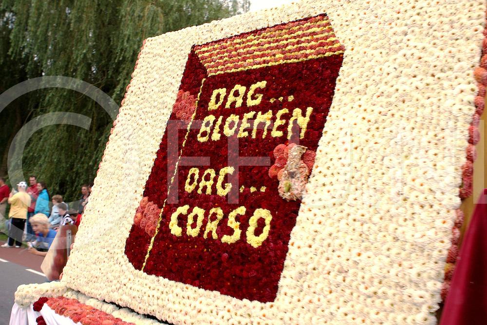 090811 Lemelerveld ned..Laatste Dahliacorso in Lemelerveld. Met een deelname van 7 grote wagens was dit de laatste keer. De laatste keer?..FFU Press Agency©2009 wilco van driessen..