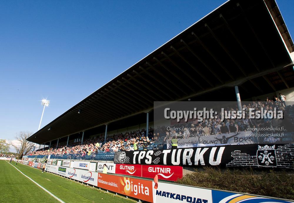 TPS-fanit. TPS - Inter. Veikkausliiga. Veritas Stadion.  4.5.2008. Turku. Photo: Jussi Eskola