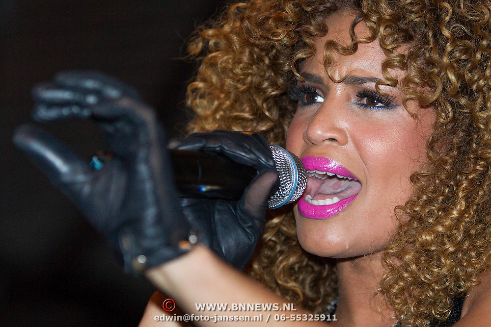 NLD/Amsterdam/20140124 - inloop E-entertainment Red Carpet party, optreden Sharon Doorson