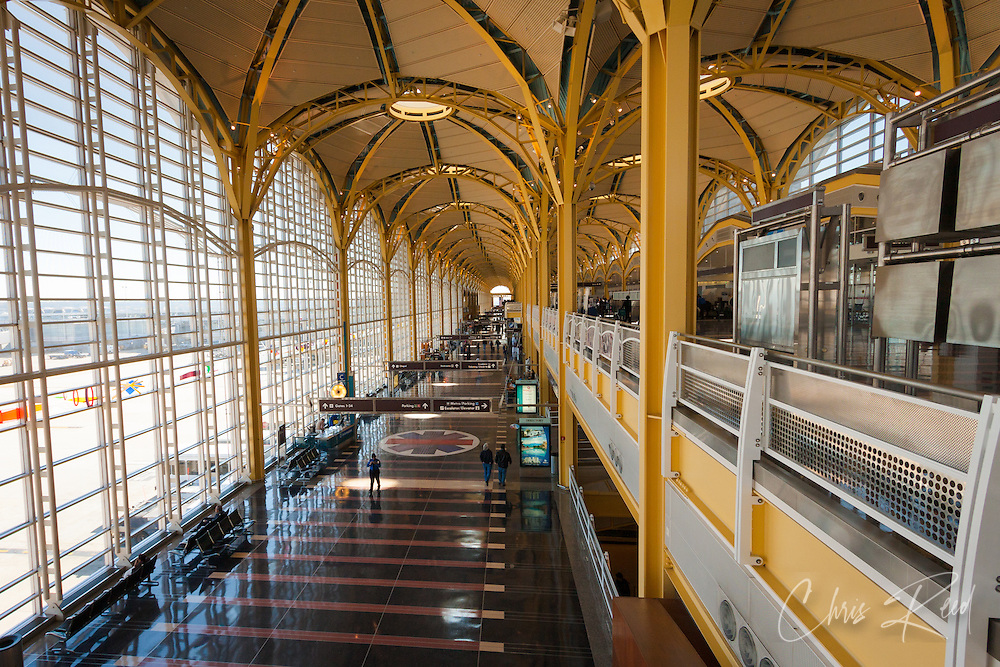 USA, Washington DC. Interior of Terminal B and C at Reagan National Airport.