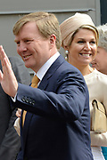 "Koning Willem-Alexander en Koningin Maxima tijdens het streekbezoek aan de achterhoek. Het bezoek staat in het teken van de Achterhoek Agenda 2020, een innovatief voor de toekomst van de Achterhoek dat aansluit op de toekomstvisies van de provincie, de Rijksoverheid en Europa. <br /> <br /> King Willem-Alexander and Queen Maxima visiting the region ""Achterhoek"". The visit will focus on the Achterhoek Agenda 2020, an innovative for the future of the Achterhoek that meets the future visions of the province, the government and Europe.<br /> <br /> Op de foto / On the photo:  Koning Willem-Alexander en Koningin Maxima in Neede / King Willem-Alexander and Queen Maxima in Neede  Koning Willem-Alexander in Neede / King Willem-Alexander in Neede"