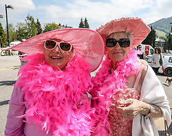 26.05.2017, Piancavallo, ITA, Giro d Italia 2017, 19. Etappe, Innichen (San Candido) nach Piancavallo, im Bild zwei italienische Damen in rosa Kleidung // two ladies in pink during the 19 th stage of the 100 th Giro d Italia cycling race from Innichen (San Candido) to Piancavallo, Italy on 2017/05/26. EXPA Pictures © 2017, PhotoCredit: EXPA / Martin Huber