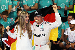 Grand Prix von Abu Dhabi auf dem Yas Marina Circuit / 271116<br /> <br /> ***Nico Rosberg (GER) Mercedes AMG F1 celebrates his World Championship with wife Vivian Rosberg (GER) and the team.<br /> 27.11.2016. Formula 1 World Championship, Rd 21, Abu Dhabi Grand Prix, Yas Marina Circuit, Abu Dhabi, Race Day.<br /> ***