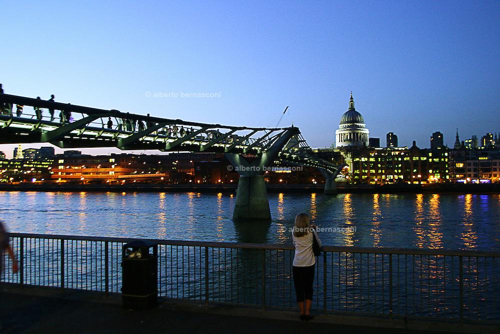 England, London: Millenium Bridge at dusk England, London: