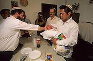 "Bne Menashe"" emigrants Jews from Mizoram (India) prayer for the first new born  Kyriat Arbat  Israel  baby; relifion jews, birth   /// Juifs 'Bne Menashe émigrés du Mizoram (Inde); priere pour le premier né  Kyriat Arbat  Israel   /// R00288/    L004328  /  P0007960"