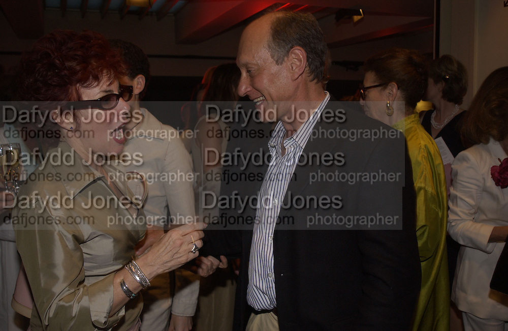 Ruby Wax and Peter Fincham. The People are Friendly production and Royal Court Summer party. Party after at John Lewis. 17 June 2002. © Copyright Photograph by Dafydd Jones 66 Stockwell Park Rd. London SW9 0DA Tel 020 7733 0108 www.dafjones.com