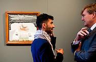 met kunstenaar  Sam Salehi Samiee 7-10-2016 AMSTERDAM King Willem Alexander presented Friday October 7 the Royal Prize for Painting in 2016 from the Royal Palace in Amsterdam. Four young artists receive this incentive, an amount of 6,500 euros. After the ceremony the King opens the exhibition of the winning works and to have a selection of other entries. COPYRIGHT ROBIN UTRECHT<br /> 7-10-2016 AMSTERDAM Koning Willem Alexander reikt vrijdagmiddag 7 oktober de Koninklijke Prijs voor Vrije Schilderkunst 2016 uit in het Koninklijk Paleis Amsterdam. Vier jonge kunstenaars ontvangen deze aanmoedigingsprijs, een bedrag van 6.500 euro. Na de uitreiking opent de Koning de tentoonstelling waar de winnende werken en een selectie uit de overige ingezonden schilderijen te zien zijn. COPYRIGHT ROBIN UTRECHT