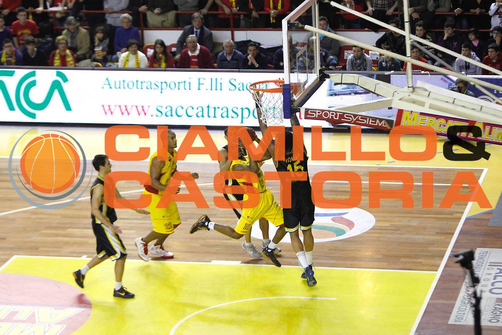 DESCRIZIONE : Barcellona Pozzo di Gotto Campionato Lega Basket A2 2011-12 Sigma Barcellona Givova Scafati<br /> GIOCATORE : Mike Green James Thomas<br /> SQUADRA : Sigma Barcellona<br /> EVENTO : Campionato Lega Basket A2 2011-2012<br /> GARA : Sigma Barcellona Givova Scafati<br /> DATA : 22/01/2012<br /> CATEGORIA : Penetrazione Tiro<br /> SPORT : Pallacanestro <br /> AUTORE : Agenzia Ciamillo-Castoria/G.Pappalardo<br /> Galleria : Lega Basket A2 2011-2012 <br /> Fotonotizia : Barcellona Pozzo di Gotto Campionato Lega Basket A2 2011-12 Sigma Barcellona Givova Scafati<br /> Predefinita :