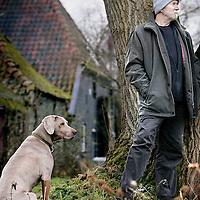 Nederland,Lochem ,24 december 2007..Columnist A.L.Snijders (Peter Müller) in zijn woning in Lochem.