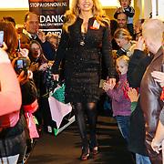 NLD/Amsterdam/20101128 - Modeshow en verkoop Artbags t.b.v het Aidsfonds in de Bijenkorf, Patricia Paay showt artbag