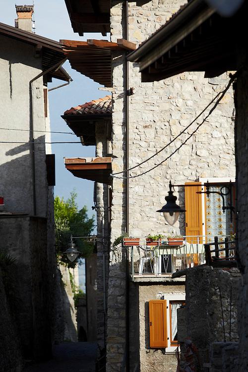 Tenno (TN) -  Borgo di Frapporta.