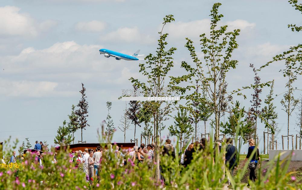 17-7-2017 VIJFHUIZEN - Koning en koningin openen monument MH17 bij herdenking  King Willem-Alexander and Queen Maxima are in favor of the commissioning of the National Monument MH17. Copyrght robin utrecht<br /> Maandag 17 juli 2017 is het precies drie jaar geleden dat vlucht MH17 werd neergehaald boven Oekra&iuml;ne. Aan boord zaten bijna driehonderd passagiers en bemanningsleden, onder wie 196 Nederlanders. <br /> 17-7-2017 VIJFHUIZEN -  Koning Willem-Alexander en koningin Maxima komen aan voor de ingebruikname van het Nationaal Monument MH17. copyrght robin utrecht