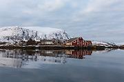 Fl&aring;v&aelig;r is a small group of islets and rocks in Her&oslash;yfjord in the municipality Her&oslash;y, located in the county Sunnm&oslash;re at the west coast of Norway. It includes the island Fl&aring;v&aelig;r, Husholmen, Torvholmen and Varholmen. The archipelago was inhabited until the mid 1980's |<br /> Fl&aring;v&aelig;r er en liten gruppe med holmer og skj&aelig;r i Her&oslash;yfjorden i Her&oslash;y p&aring; Sunnm&oslash;re, og omfatter holmene Fl&aring;v&aelig;r, Husholmen, Torvholmen og Varholmen. &Oslash;ygruppa var bebodd til midt p&aring; 1980 tallet.