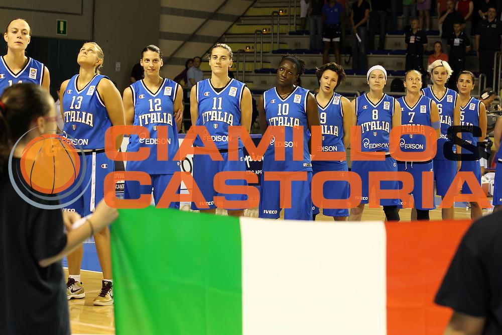 DESCRIZIONE : Taranto Torneo di qualificazione Campionati Europei donne Polonia 2011Germania Italia Germany Italy<br /> GIOCATORE : la squadra The team<br /> SQUADRA : Italia Italy<br /> EVENTO : Torneo di qualificazione Campionato Europeo Donne Polonia 2011 Eurobasket Women Additional Qualifying Tournament<br /> GARA : Germania Italia Germany Italy<br /> DATA : 05/06/2011<br /> CATEGORIA : prima della partita<br /> SPORT : Pallacanestro<br /> AUTORE : Agenzia Ciamillo-Castoria/ElioCastoria<br /> Galleria : FIP Nazionali 2011<br /> Fotonotizia :  Taranto Torneo di qualificazione Campionati Europei donne Polonia 2011 Germania Italia Germany Italy<br /> Predefinita :