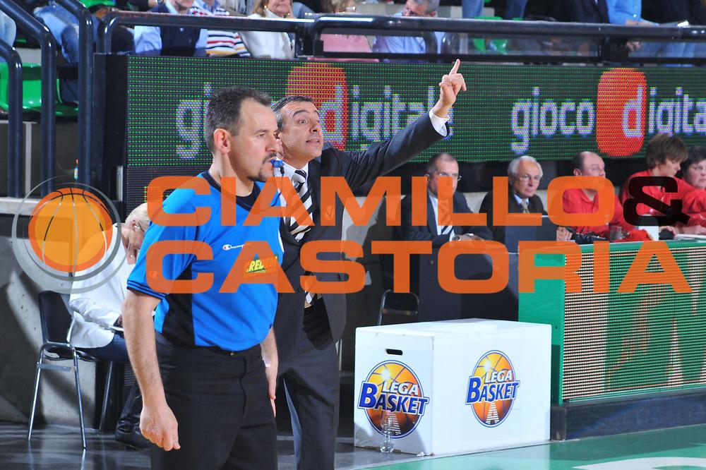 DESCRIZIONE : Treviso Lega A 2009-10 Basket Benetton Treviso Canadian Solar Bologna<br /> GIOCATORE : Lino lardo Coach<br /> SQUADRA : Canadian Solar Bologna<br /> EVENTO : Campionato Lega A 2009-2010<br /> GARA : Benetton Treviso Canadian Solar Bologna<br /> DATA : 17/04/2010<br /> CATEGORIA : Schema<br /> SPORT : Pallacanestro<br /> AUTORE : Agenzia Ciamillo-Castoria/M.Gregolin<br /> Galleria : Lega Basket A 2009-2010 <br /> Fotonotizia : Treviso Campionato Italiano Lega A 2009-2010 Benetton Treviso Canadian Solar Bologna<br /> Predefinita :