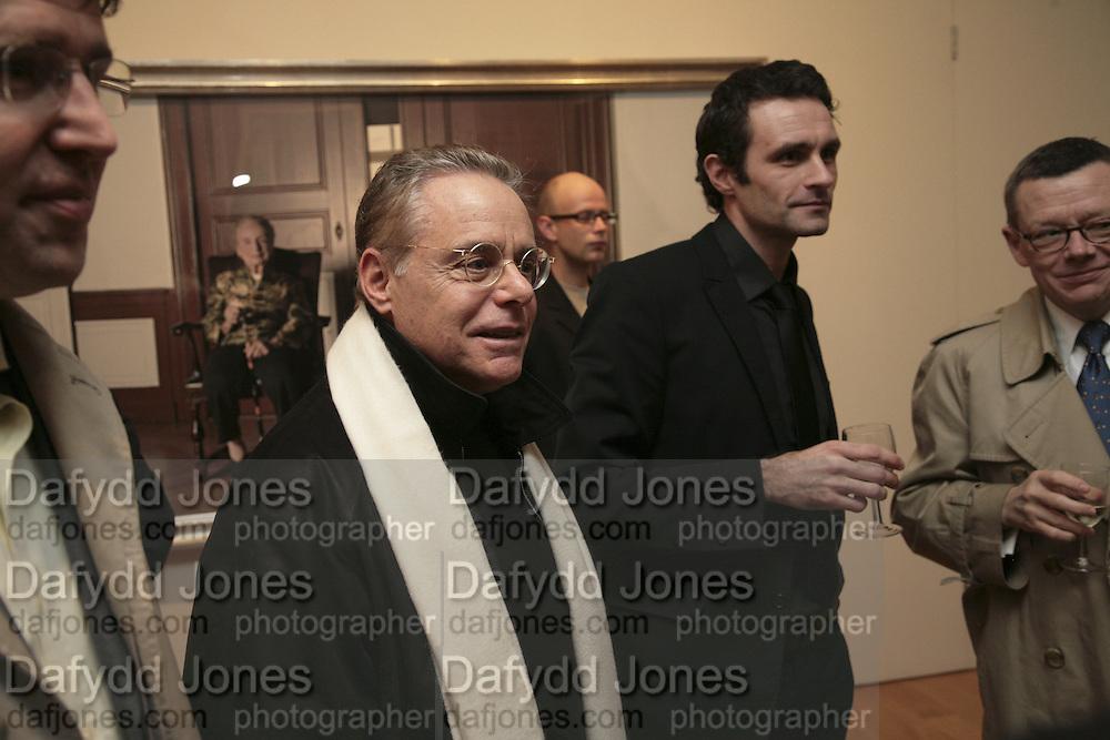 Dan Burt and Paul Hodgson. Soverign right by Paul Hodgson. Marlborough Gallery. 9 January 2007.  -DO NOT ARCHIVE-© Copyright Photograph by Dafydd Jones. 248 Clapham Rd. London SW9 0PZ. Tel 0207 820 0771. www.dafjones.com.