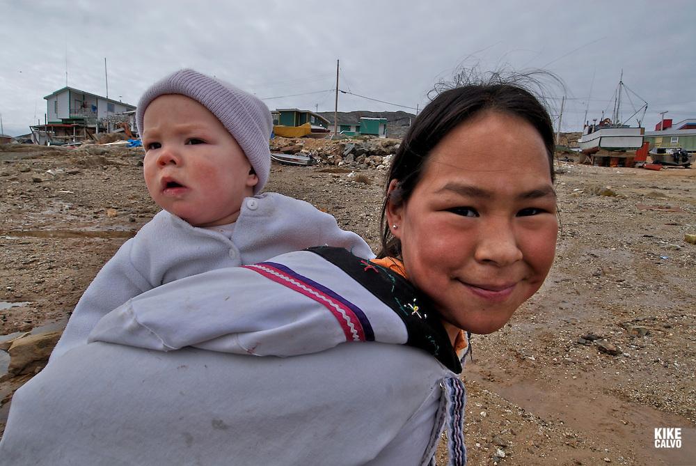 Local inuit children, The fishing community of Kimmirut