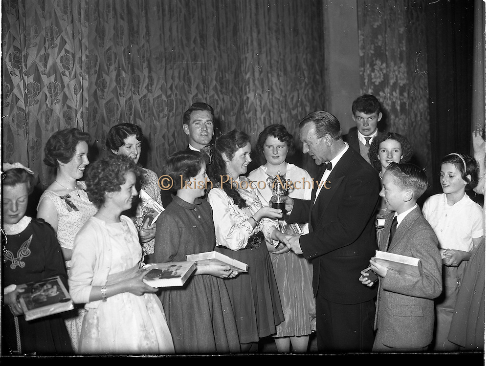 07/11/1959<br /> 11/07/1959<br /> 07 November 1959<br /> All Ireland Final of Gael Linn Children's Singing Competition at Francis  Xavier Hall, Dublin. Picture shows Sean Ó Siothchain (second from left) Assistant Secretary of the GAA and Trustee of Gael Linn, congratulating the 12 entrants.