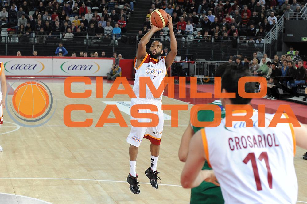 DESCRIZIONE : Roma Lega A 2010-11 Lottomatica Virtus Roma Montepaschi Siena<br /> GIOCATORE : Darius Waschington<br /> SQUADRA : Lottomatica Virtus Roma Montepaschi Siena<br /> EVENTO : Campionato Lega A 2010-2011 <br /> GARA : Lottomatica Virtus Roma Montepaschi Siena<br /> DATA : 16/01/2011<br /> CATEGORIA :Tiro Three Points<br /> SPORT : Pallacanestro <br /> AUTORE : Agenzia Ciamillo-Castoria/GiulioCiamillo<br /> Galleria : Lega Basket A 2010-2011 <br /> Fotonotizia : Roma Lega A 2010-11 Lottomatica Virtus Roma Montepaschi Siena<br /> Predefinita :
