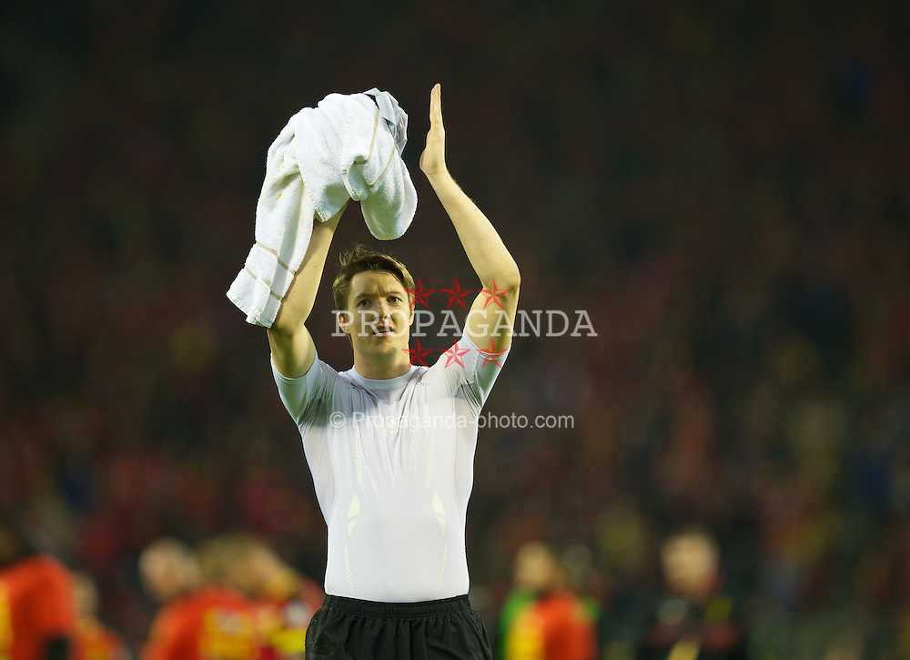 BRUSSELS, BELGIUM - Tuesday, October 15, 2013: Wales' goalkeeper Wayne Hennessey waves to the supporters after the 1-1 draw with Belgium during the 2014 FIFA World Cup Brazil Qualifying Group A match at the Koning Boudewijnstadion. (Pic by David Rawcliffe/Propaganda)