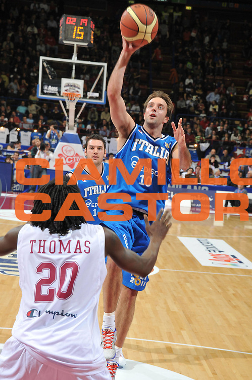 DESCRIZIONE : Milano Agos Ducato All Star Game 2011<br /> GIOCATORE : Daniele Cavaliero<br /> SQUADRA : Italia Nazionale Maschile All Star Team<br /> EVENTO : All Star Game 2011<br /> GARA : Italia All Star Team<br /> DATA : 13/03/2011<br /> CATEGORIA : Tiro<br /> SPORT : Pallacanestro<br /> AUTORE : Agenzia Ciamillo-Castoria/M.Gregolin<br /> Galleria : FIP Nazionali 2011<br /> Fotonotizia :  Milano Agos Ducato All Star Game 2011<br /> Predefinita :