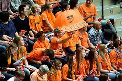 03-10-2015 NED: Volleyball European Championship Semi Final Nederland - Turkije, Rotterdam<br /> Nederland verslaat Turkije in de halve finale met ruime cijfers 3-0 / Oranje support publiek Scylla