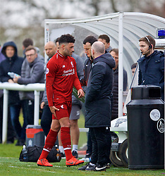 DERBY, ENGLAND - Friday, March 8, 2019: Liverpool's Alex Oxlade-Chamberlain walks off clutching his hamstring after being substituted during the FA Premier League 2 Division 1 match between Derby County FC Under-23's and Liverpool FC Under-23's at the Derby County FC Training Centre. (Pic by David Rawcliffe/Propaganda)