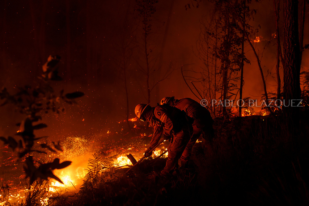 LEIRIA, PORTUGAL - JUNE 19:  Firefighters from the National Republican Guard GIPS try to control a fire in the forest after a wildfire took dozens of lives on June 19, 2017 near Pedrogao Grande, in Leiria district, Portugal. On Saturday night, a forest fire became uncontrollable in the Leiria district, killing at least 62 people and leaving many injured. Some of the victims died inside their cars as they tried to flee the area.  (Photo by Pablo Blazquez Dominguez/Getty Images)