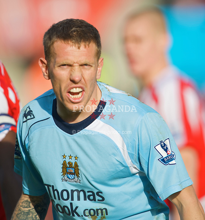 STOKE-ON-TRENT, ENGLAND - Saturday, January 31, 2009: Manchester City's Craig Bellamy in action against Stoke City during the Premiership match at the Britannia Stadium. (Mandatory credit: David Rawcliffe/Propaganda)