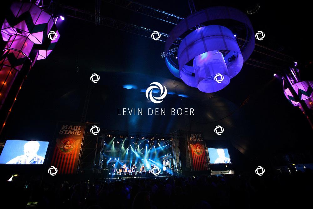 SCHIJNDEL - Paaspop 2011 is begonnen met op mainstage de band MOSS. FOTO LEVIN DEN BOER - PERSFOTO.NU