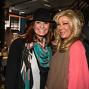 NLD/Amsterdam/20140512 - Uitreiking Nannic Award 2014, Leontiene Borsato - Ruiters en haar schoonmoeder Mary Borsato