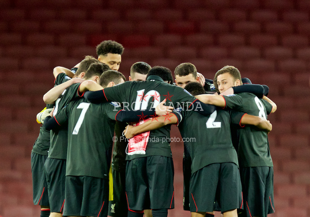 LONDON, ENGLAND - Friday, March 4, 2016: Liverpool players form a pre-match huddle before the FA Youth Cup 6th Round match against Arsenal at the Emirates Stadium. (Pic by Paul Marriott/Propaganda)