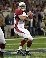Arizona Cardinals quarterback Matt Leinart looks down field against St. Louis at the Edward Jones Dome in St. Louis, Missouri, December 3, 2006.  The Cardinals beat the Rams 34-20.<br />