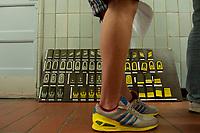 01 JUN 2010, BERLIN/GERMANY:<br /> Ein Wehrpflichtiger steht am ersten Tag nach seiner Einberufung zur Bundeswehr vor einer Schautafel mit Dienstgardabzeichen, Wachbataillon der Bundeswehr, Jukius-Leber-Kaserne<br /> IMAGE: 20100701-01-002<br /> KEYWORDS: Wehrpflicht, Soldaten, Soldat, Bundeswehr