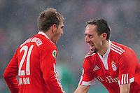 Fussball :  Saison   2009/2010   DFB Pokal  Viertelfinale  10.02.2010 FC Bayern Muenchen - Spvgg  Greuther Fuerth   JUBEL FCB; Torschuetzen unter sich  Franck Ribery (re) umarmt Philipp Lahm