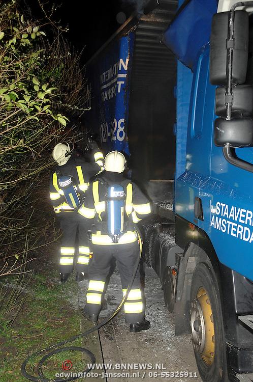NLD/Huizen/20070303 - Vrachtwagen zijscherm in brand Bovenmaatweg Huizen