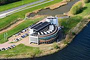 Nederland, Noord-Holland, Gemeente Velsen, 09-04-2014; Noordzeekanaal met op de oever het gebouw 'de Wijde Blik' van Rijkswaterstaat. Vanuit dit gebouw wordt de nabijgelegen WIjkertunnel bewaakt en gecontroleerd, evenals de Coentunnel, de Schipholtunnel, de Velsertunnel en de Zeeburgertunnel en alle belangrijke rijkswegen in Noord-Holland. <br /> Traffic control centre for main motorways Amsterdam region, including major tunnels.<br /> luchtfoto (toeslag op standard tarieven);<br /> aerial photo (additional fee required);<br /> copyright foto/photo Siebe Swart