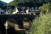 Eifel, Ahrtal bei Bonn..romantische Ahr bei Altenahr, alte Brücke in Rech